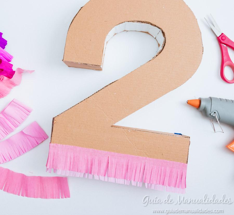 N meros de cart n y papel para fiestas gu a de manualidades - Como decorar una servilleta de papel ...