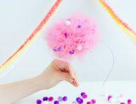 imagen Diadema pompón de tul con mini pompones de colores