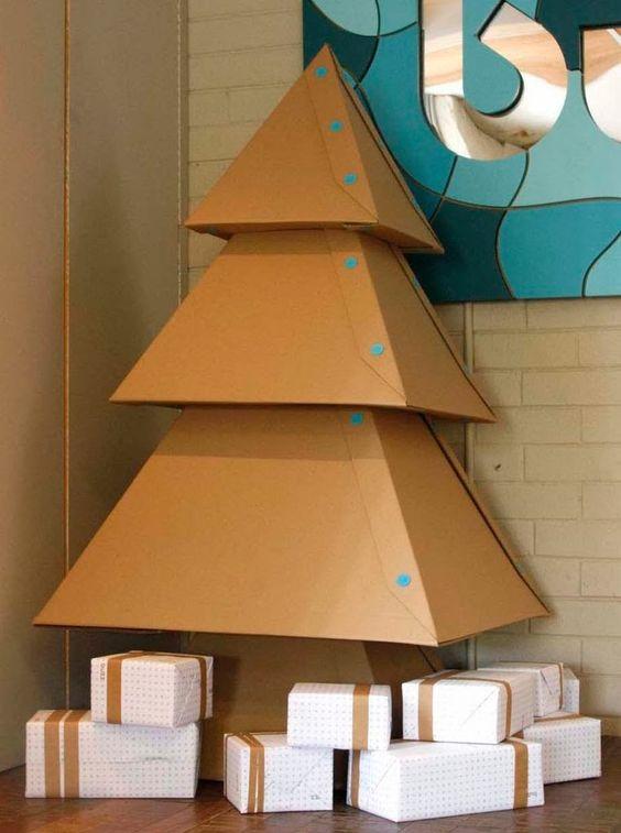 13 ideas para hacer un rbol de navidad de cart n gu a - Cajas de carton de navidad ...