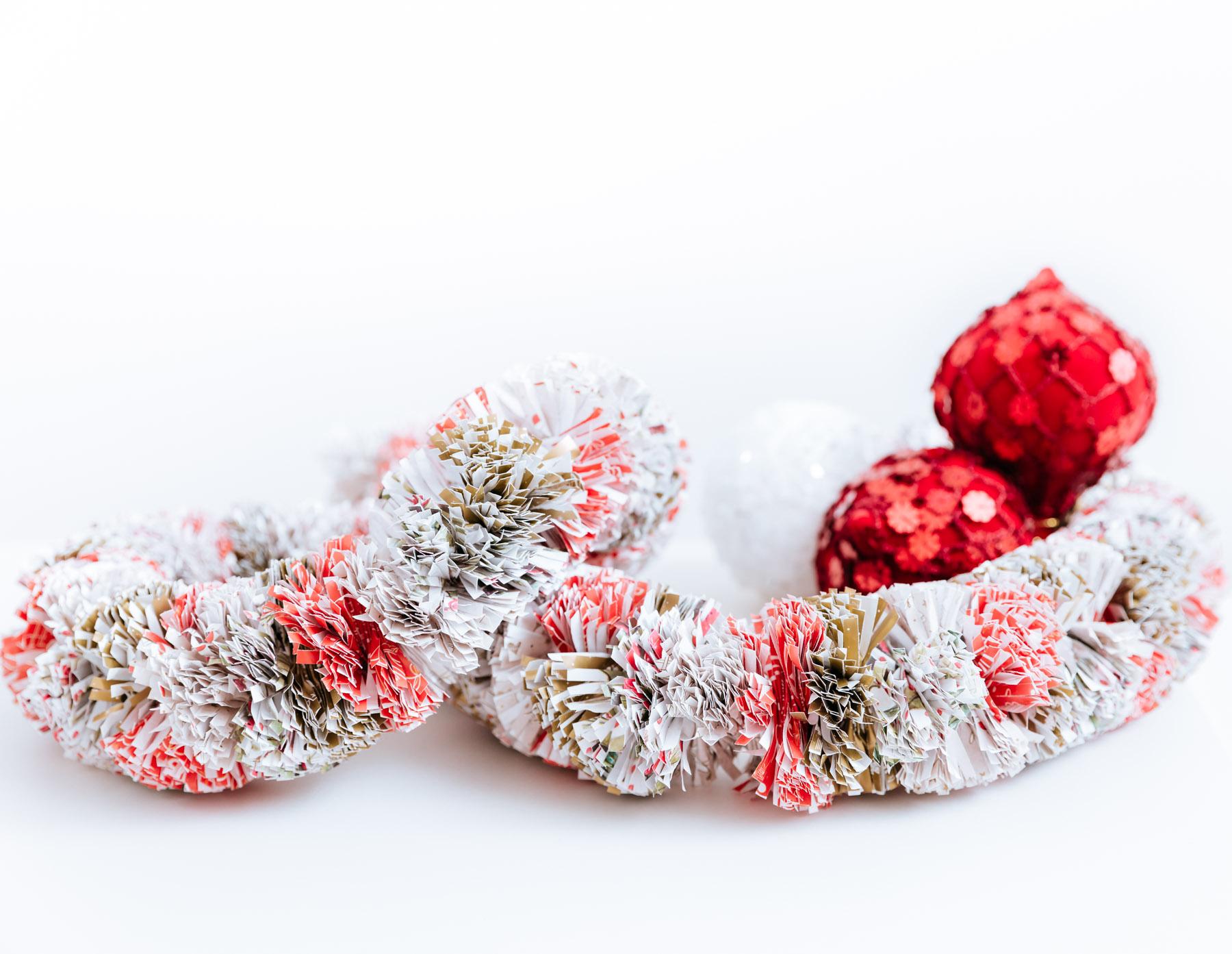 Guirnalda navide a con papel para regalo gu a de manualidades - Guirnaldas navidad manualidades ...