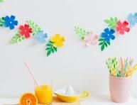 imagen Guirnalda de flores con aire tropical