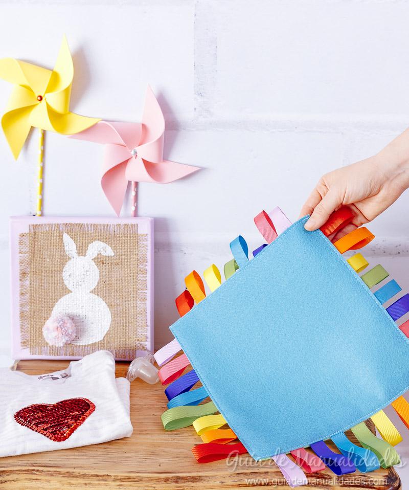 Manta con cintas de colores para el beb a jugar Gua de