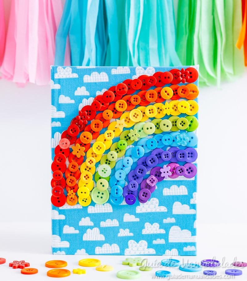 Arcoíris de botones para decorar un cuaderno de notas 1