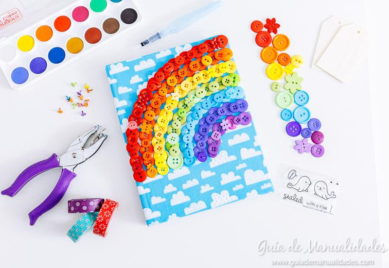 Arcoíris de botones para decorar un cuaderno de notas 10
