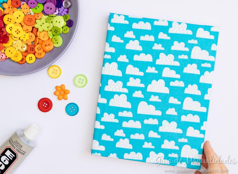 Arcoíris de botones para decorar un cuaderno de notas 6