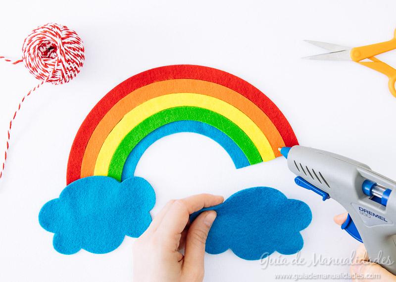 móvil arcoiris de fieltro 10