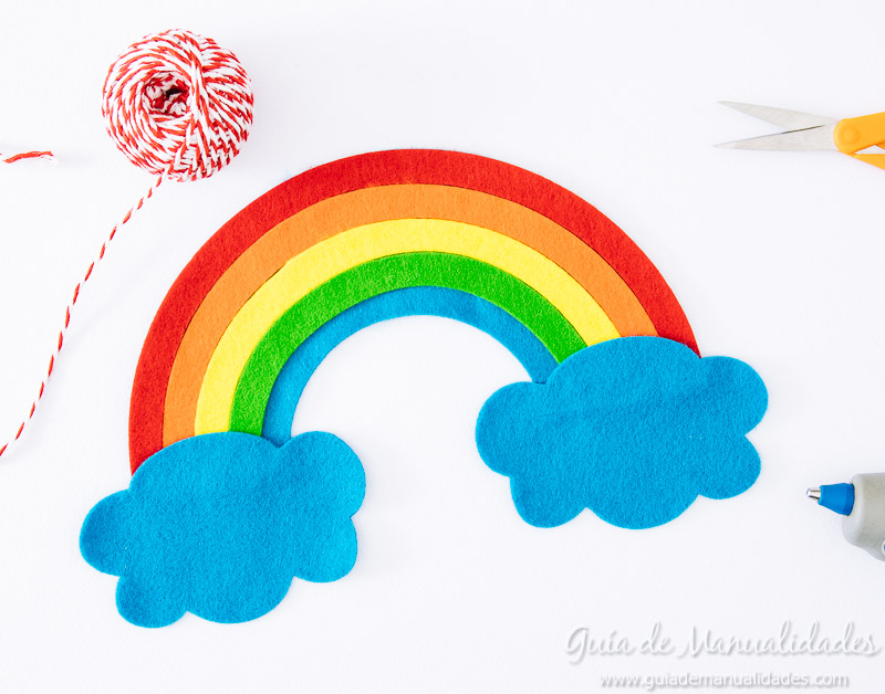 móvil arcoiris de fieltro 11