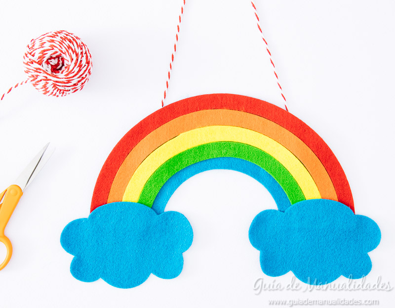 móvil arcoiris de fieltro 14