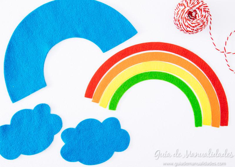 móvil arcoiris de fieltro 6