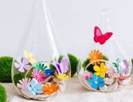 imagen Mini terrarios con flores de papel