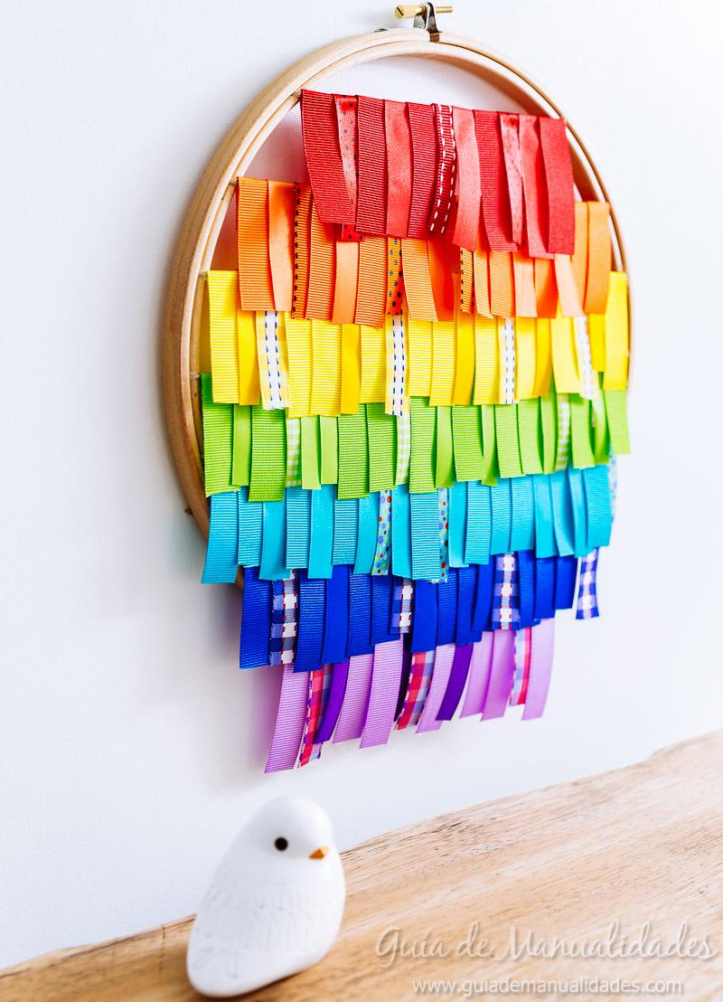 bastidor con arcoíris de cintas 1