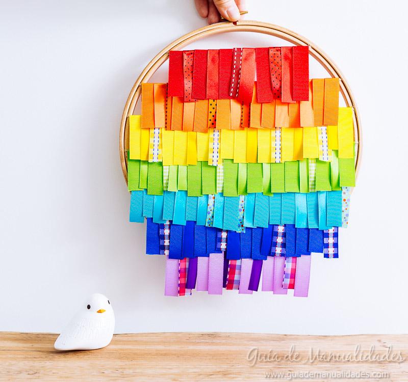 bastidor con arcoíris de cintas 12