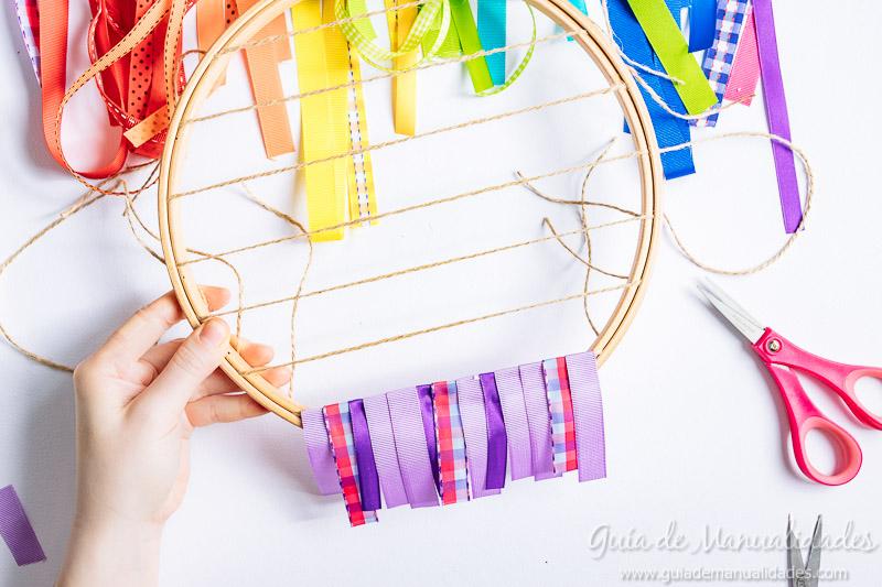 bastidor con arcoíris de cintas 7
