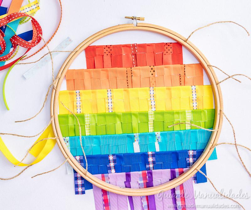 bastidor con arcoíris de cintas 8