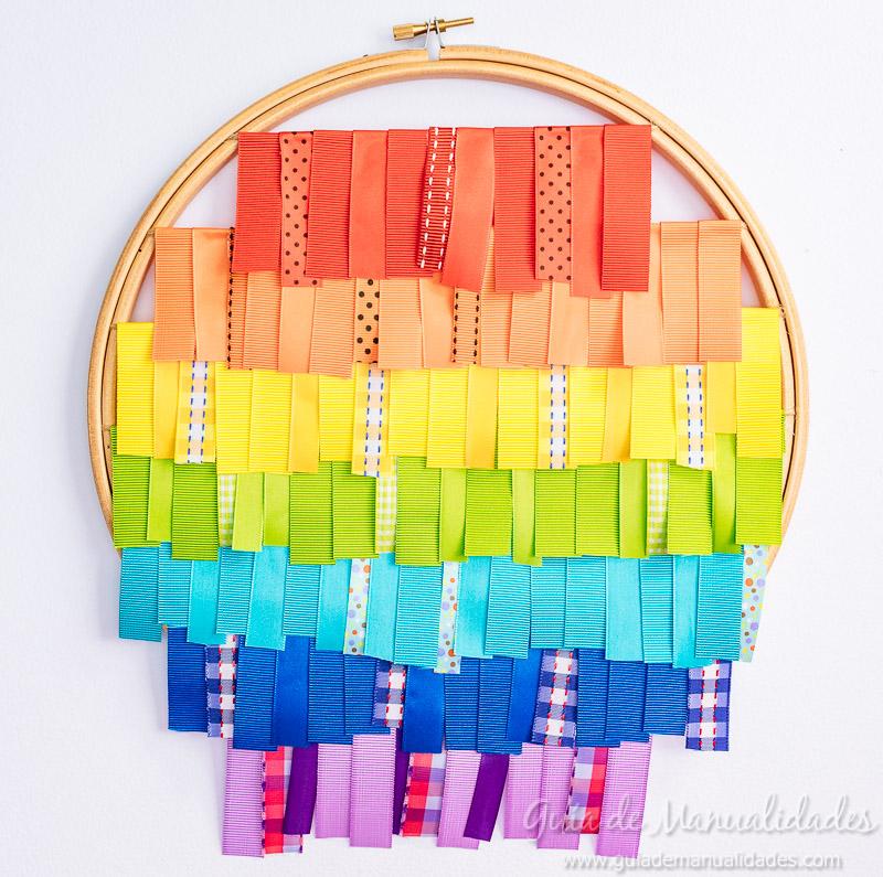 bastidor con arcoíris de cintas 9