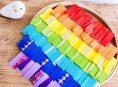 imagen Bastidor con arcoíris de cintas ¡el DIY perfecto para decorar!