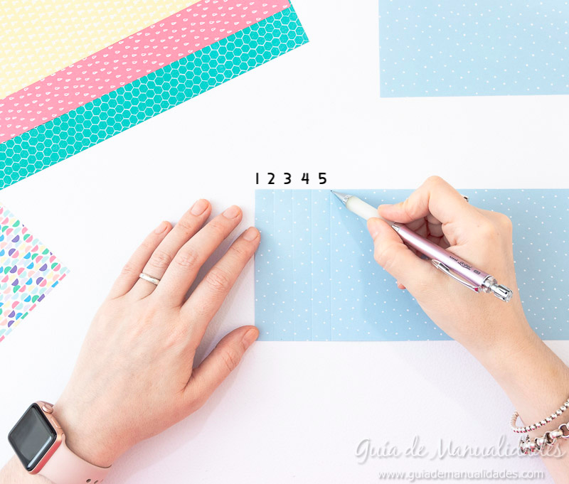 Cómo hacer una roseta estrella de papel 7