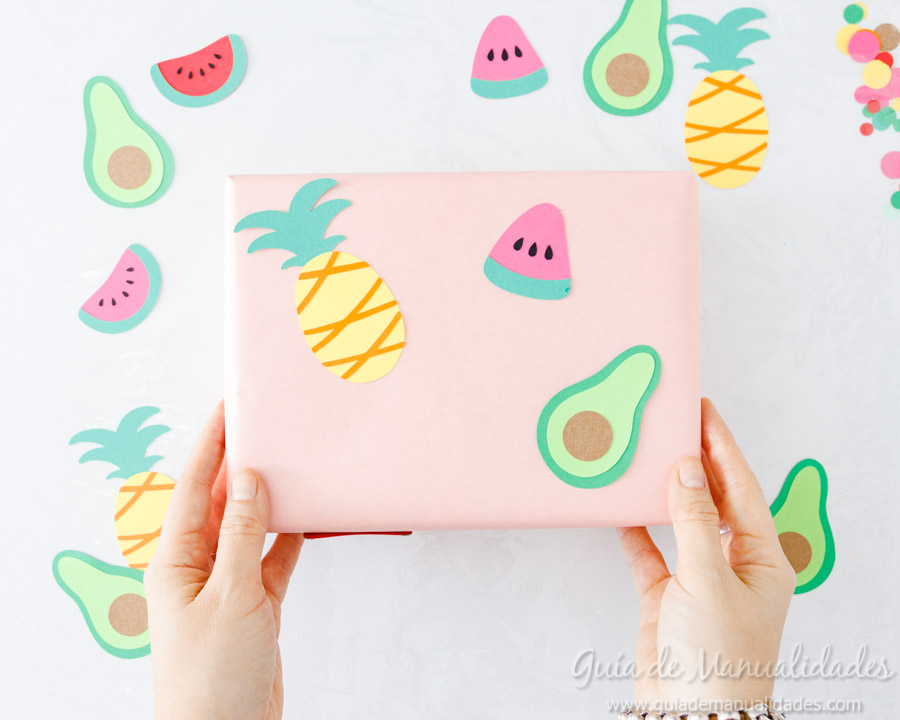 Frutas tropicales de papel para envolver regalos 9