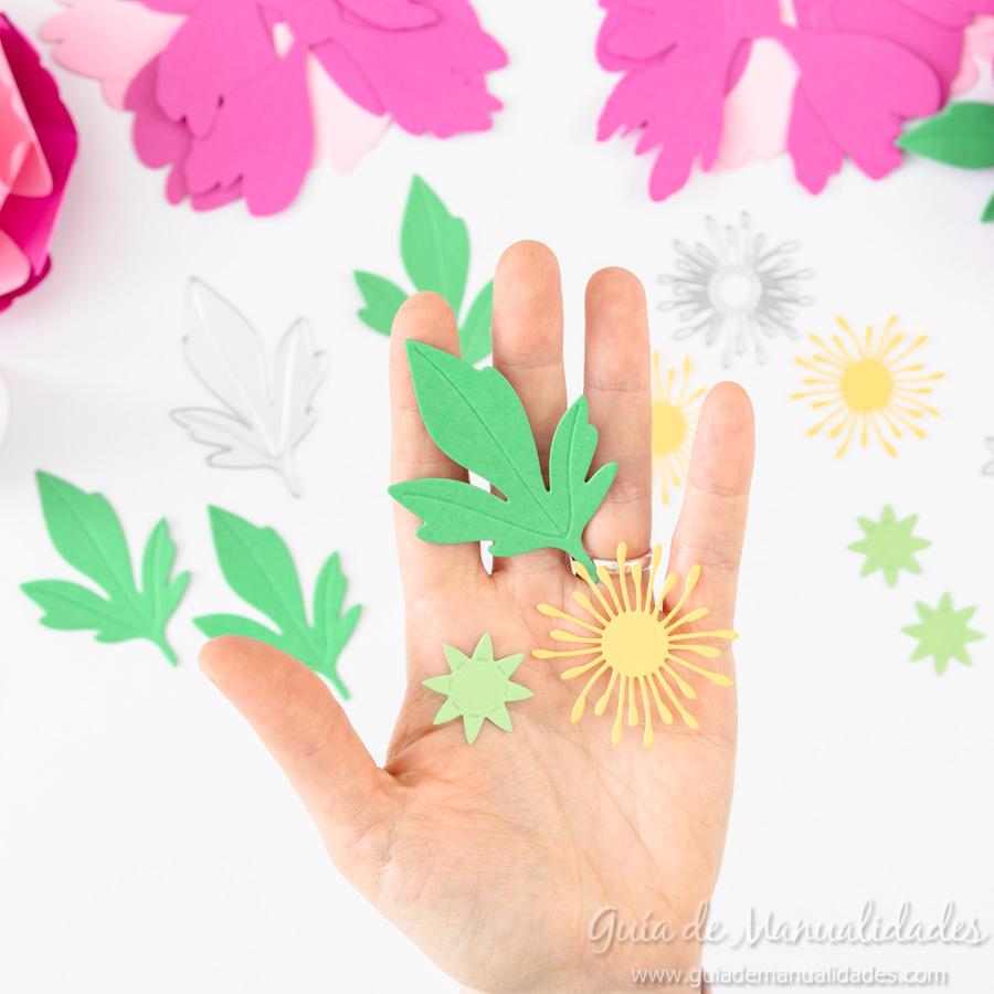 Flores de papel DIY y centro con embossing 10