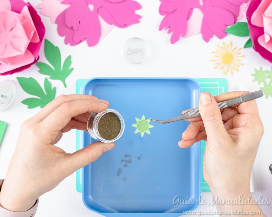 Flores de papel DIY y centro con embossing 12