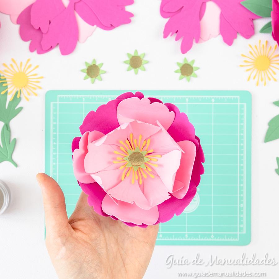 Flores de papel DIY y centro con embossing 13