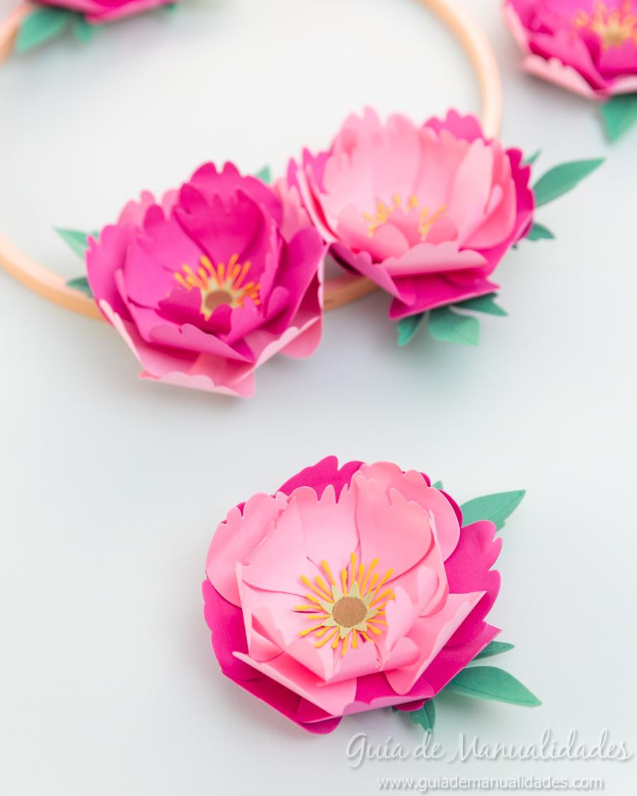 Flores de papel DIY y centro con embossing 15