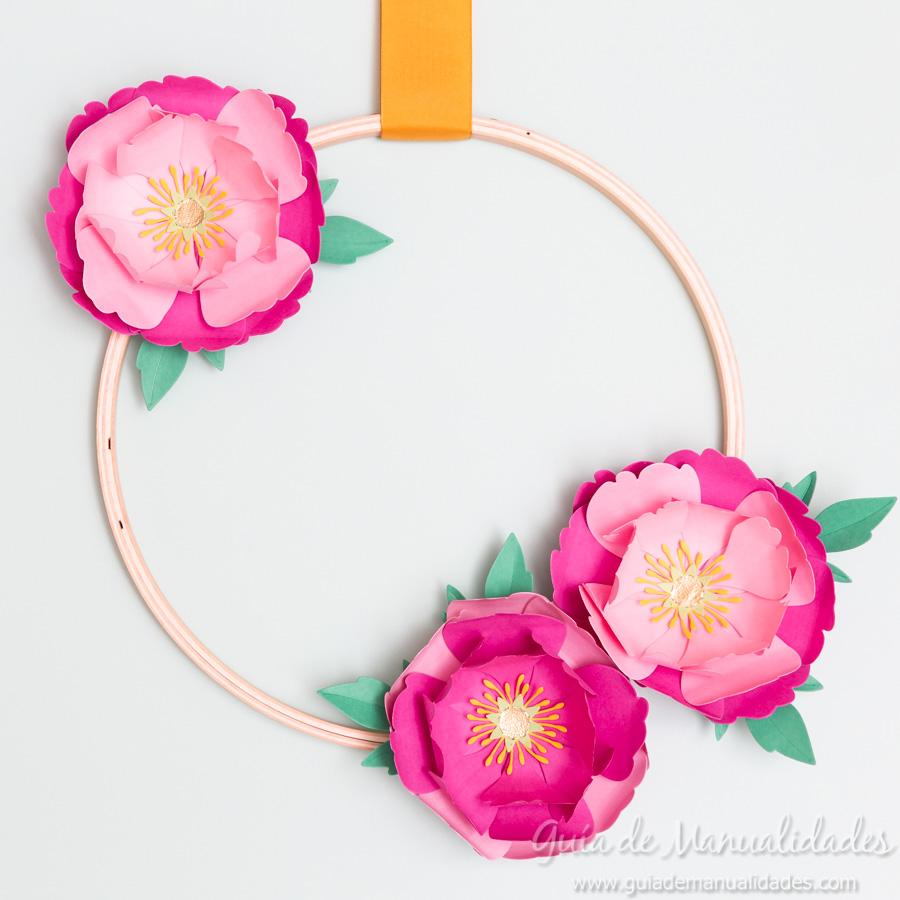 Flores de papel DIY y centro con embossing 17