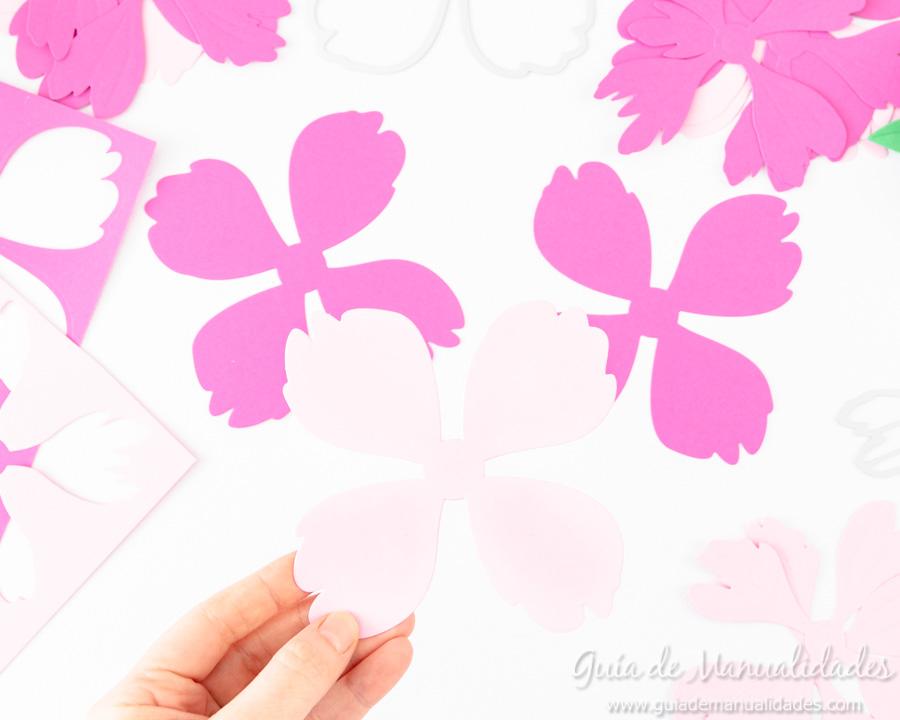 Flores de papel DIY y centro con embossing 3