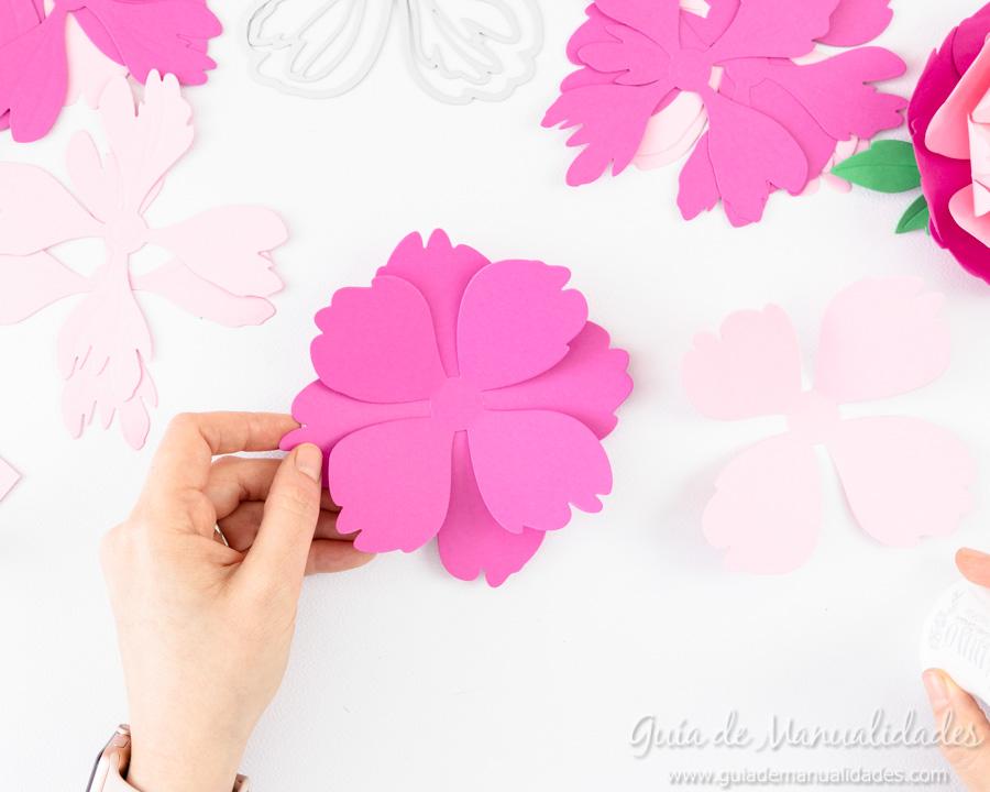 Flores de papel DIY y centro con embossing 5