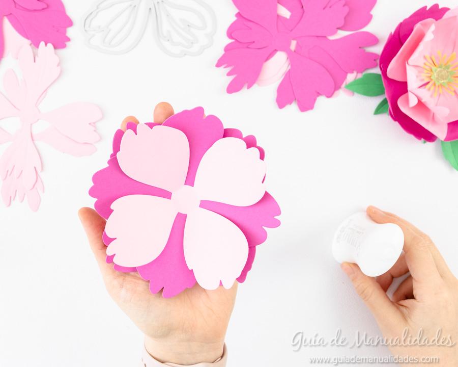 Flores de papel DIY y centro con embossing 6