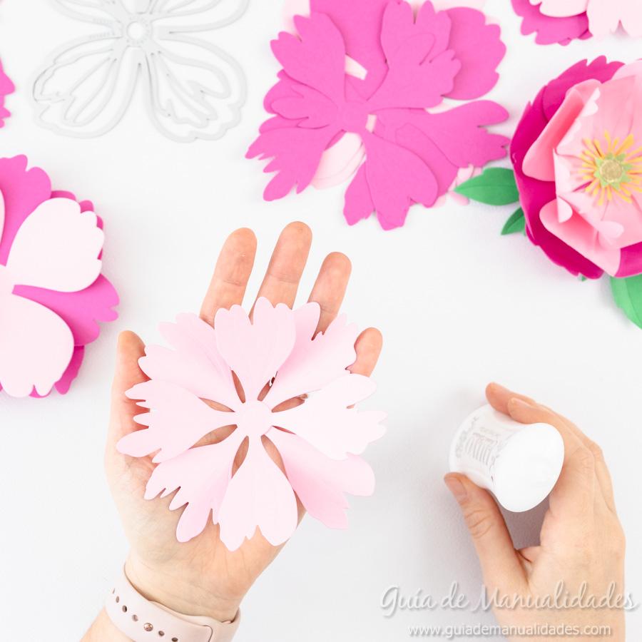 Flores de papel DIY y centro con embossing 7