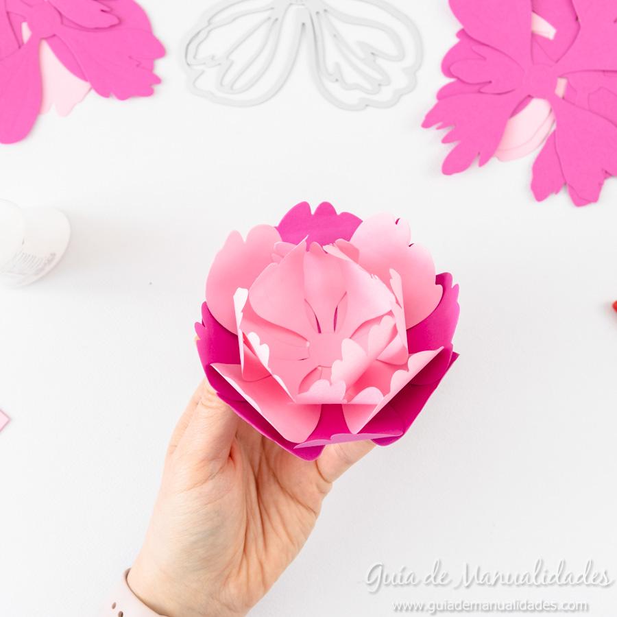 Flores de papel DIY y centro con embossing 9